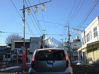 富士吉田市商店街からみた富士山.jpg